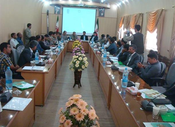 برگزاری همایش نقش شوراها و دهیاران در حفاظت از محیط زیست در بخشداری دیهوک